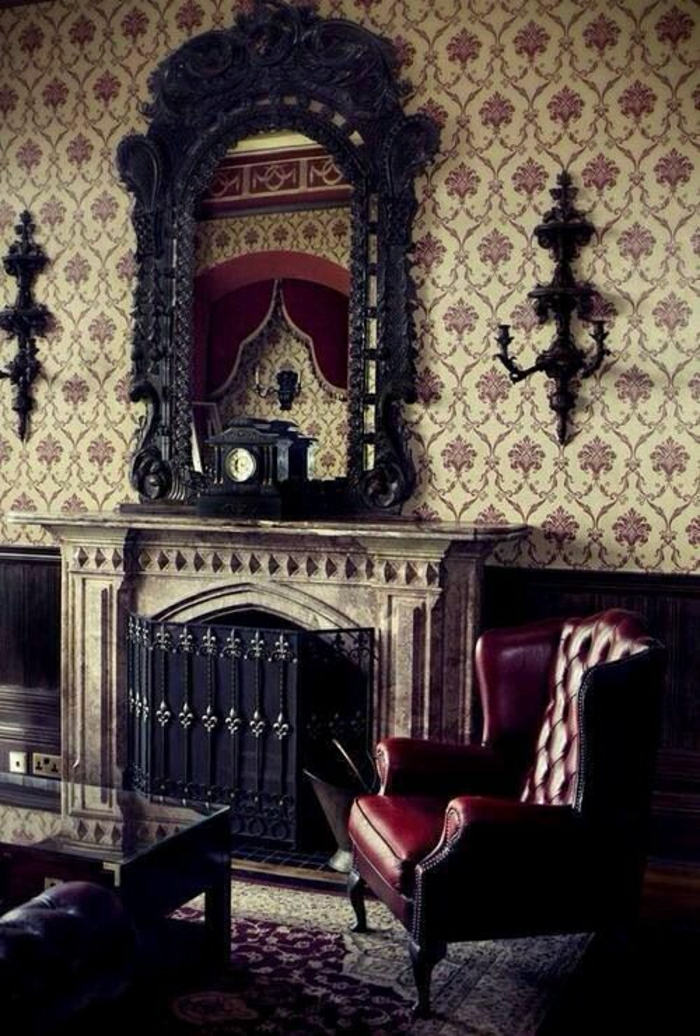 aristokratisches-Wohnzimmer-Barock-Stil-Tapete-Leder-Sessel-weinrot-Kamin-Spiegel