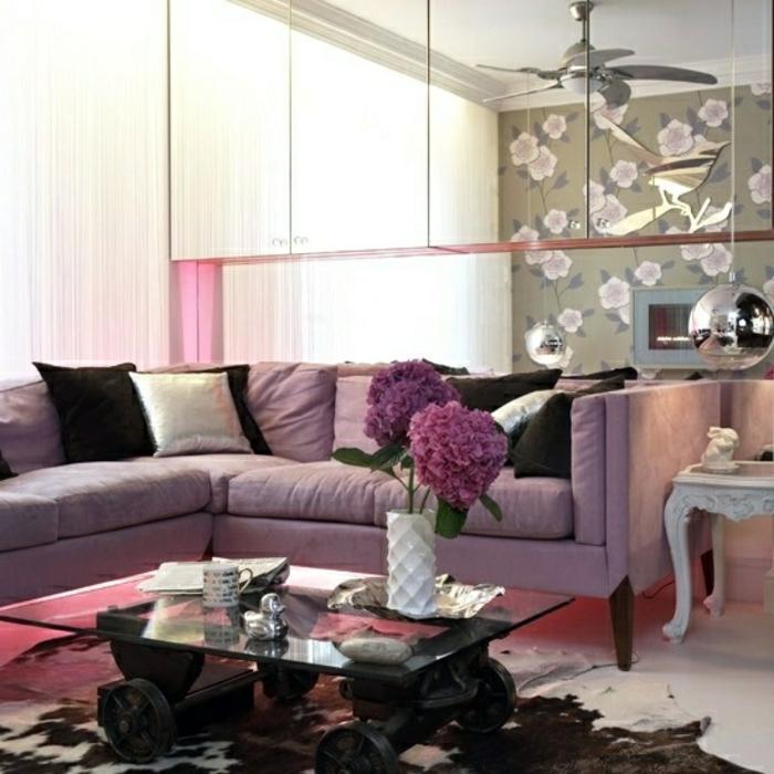 außergewöhnliche-wohnideen-lial-kissen-auf-dem-sofa