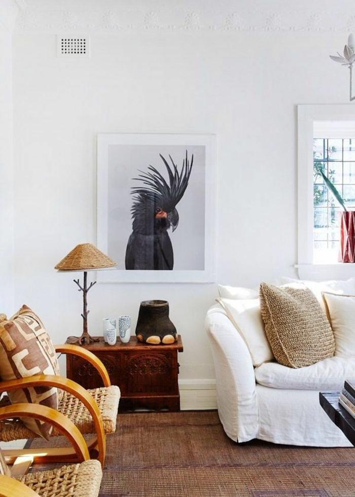 außergewöhnliche-wohnideen-weißes-sofa-und-schönes-bild-an-der-wand