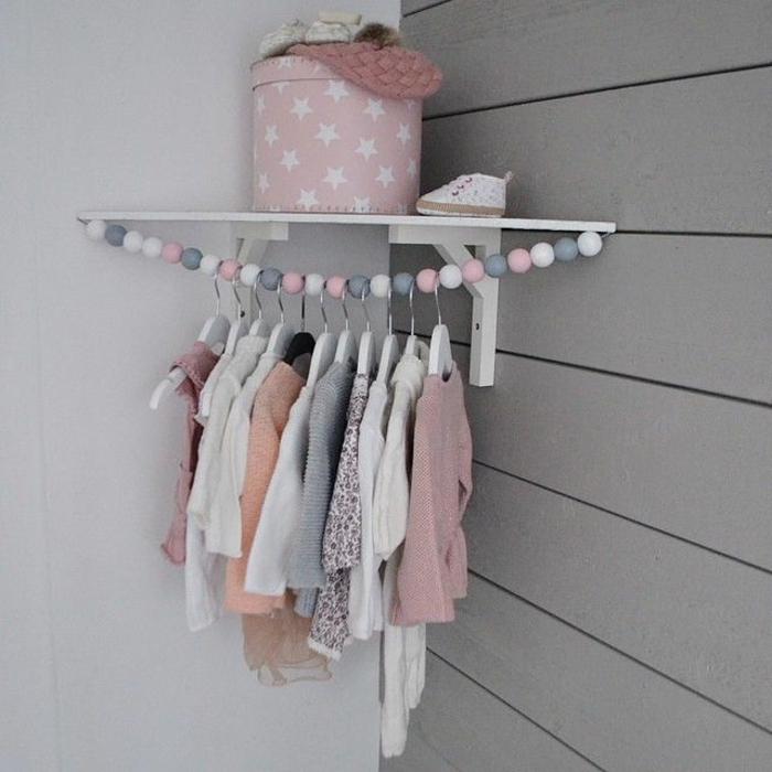 babyzimmer-design-kleiner-offener-schrank-an-der-ecke