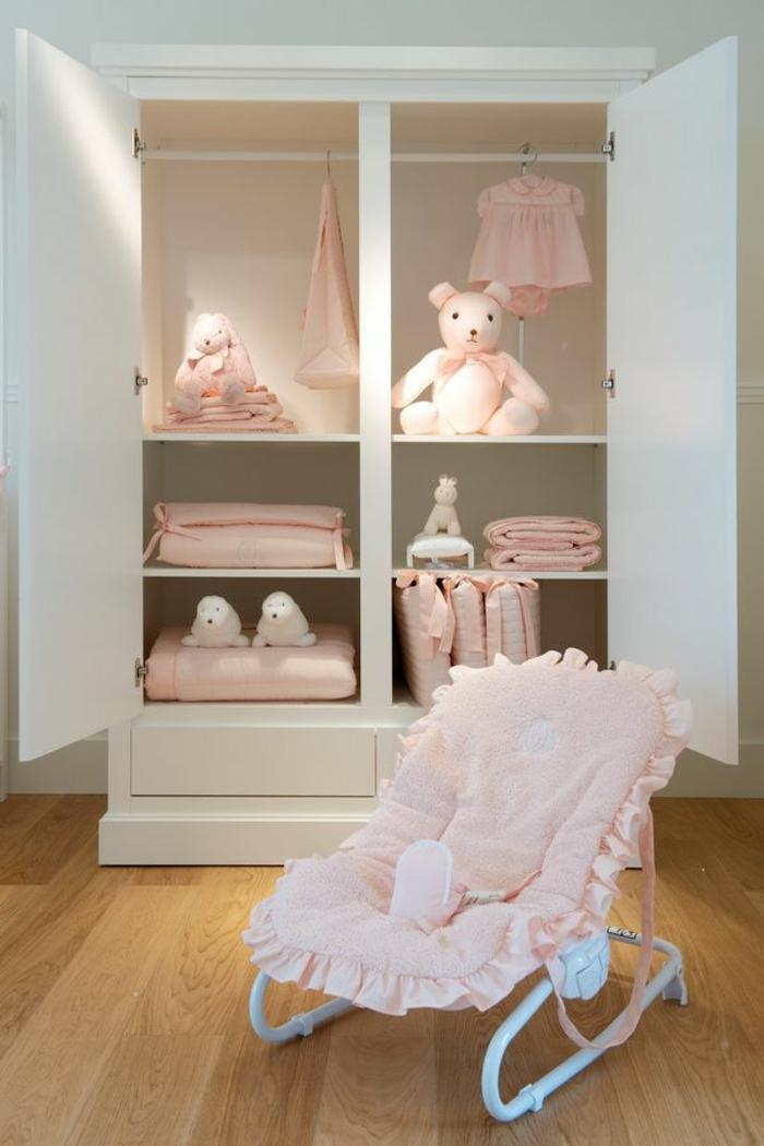 babyzimmer-design-schöner-rosiger-sessel