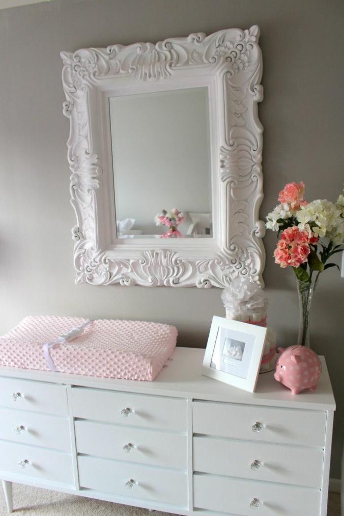 babyzimmer-design-spiegel-mit-weißem-tahmen