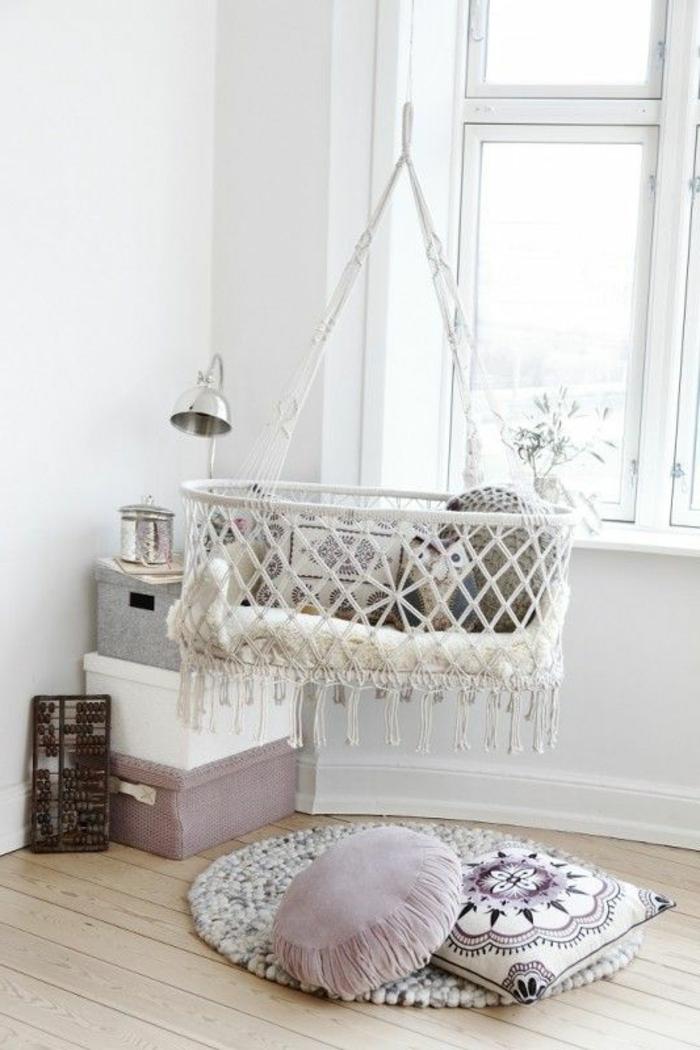 babyzimmer-design-weißes-bett-schaukel