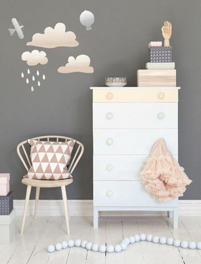 babyzimmer-design-wolken-bemalungen-an-der-wand