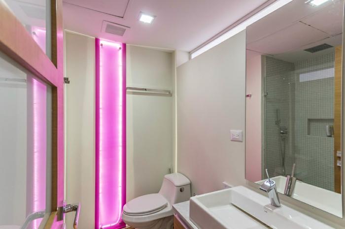 Badeinrichtungen ideen rosige beleuchtung