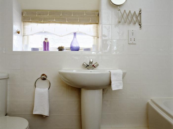 badeinrichtungen-ideen-schönes-weißes-interieur