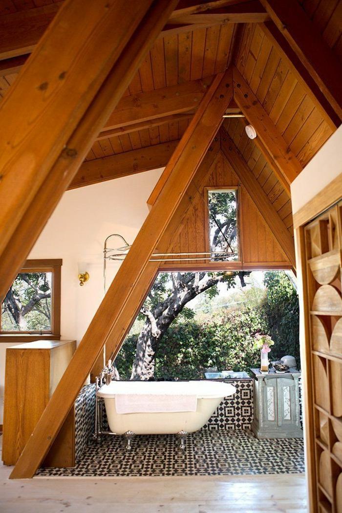 badewanne-unter- dachschräge-hohe-zimmerdecke