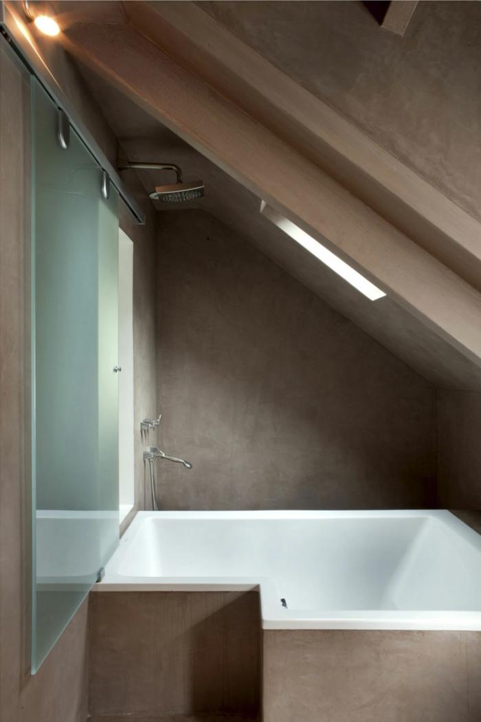 badewanne-unter- dachschräge-kleines-bad-einrichten