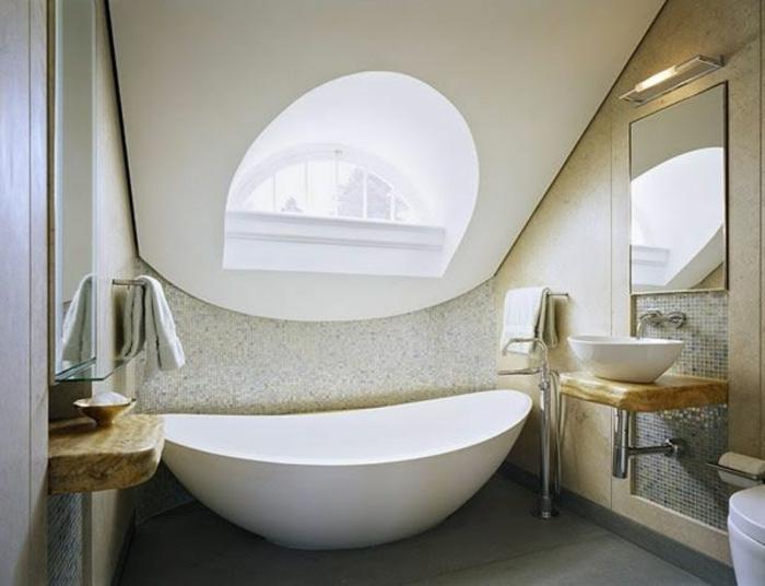 badewanne-unter- dachschräge-schönes-fenster-mit-interessanter-form