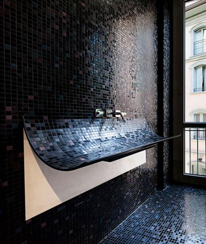 badezimmer-in-schwarz-einmaliges-modell-vom-waschbecken