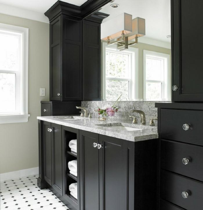 badezimmer-in-schwarz-hölzerner-unterschrank