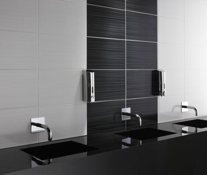 badezimmer-in-schwarz-und-weiß-akzent