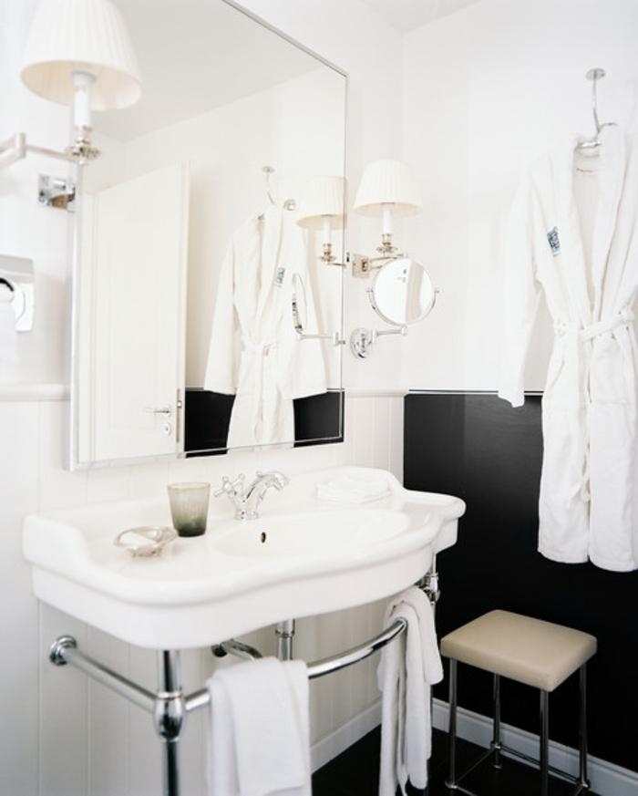 badezimmer-in-schwarz-und-weiß-aristokratische-ausstattung
