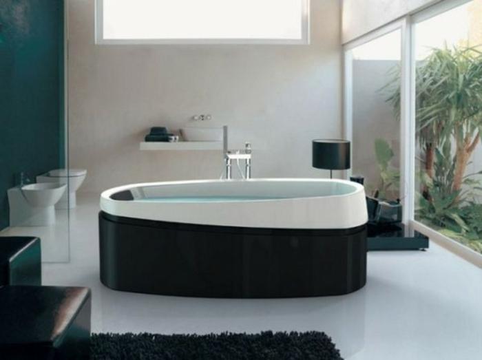 badezimmer-in-schwarz-und-weiß-glaswand