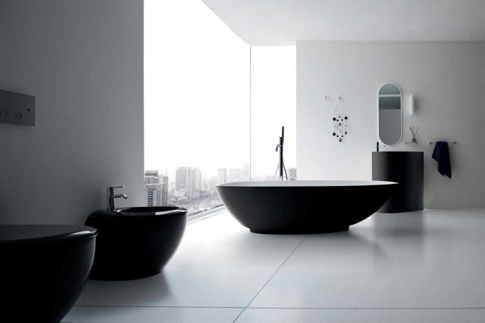 badezimmer-in-schwarz-und-weiß-moderne-freistehende-badewanne