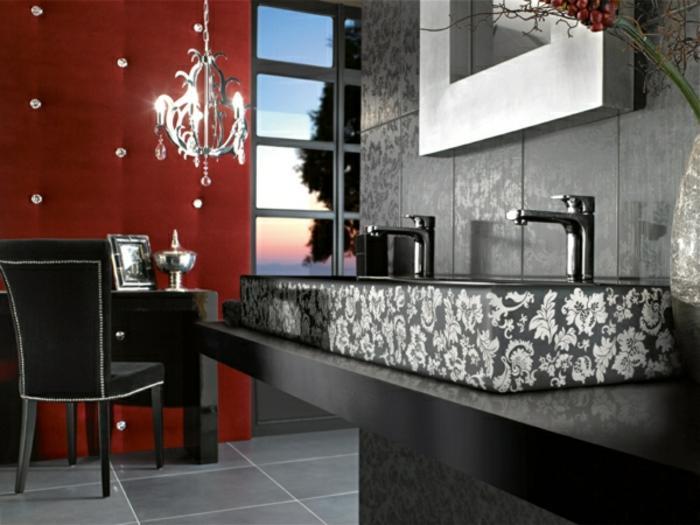 badezimmer-in-schwarz-und-weiß-rote-akzentwand