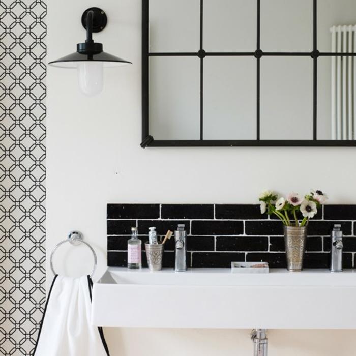 badezimmer-in-schwarz-und-weiß-tolles-aussehen