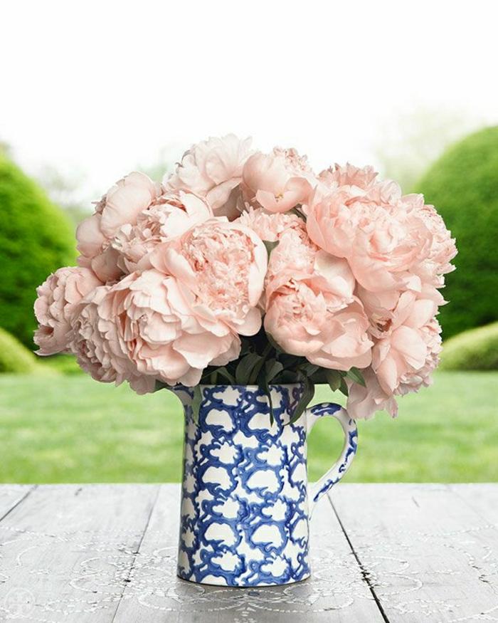 bleich-rosa-Pfingstrosen-Porzellan-Tasse-vintage