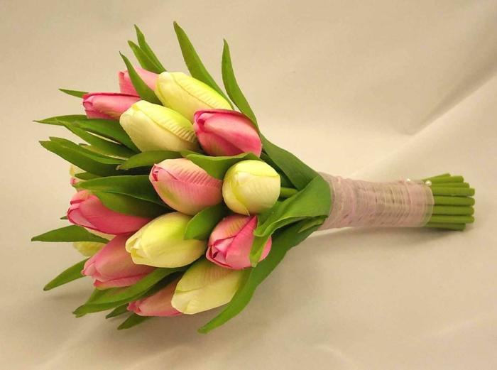 blumendeko-blumenstrauß-ideen-für-dekoration-mit-blumen--tulpen