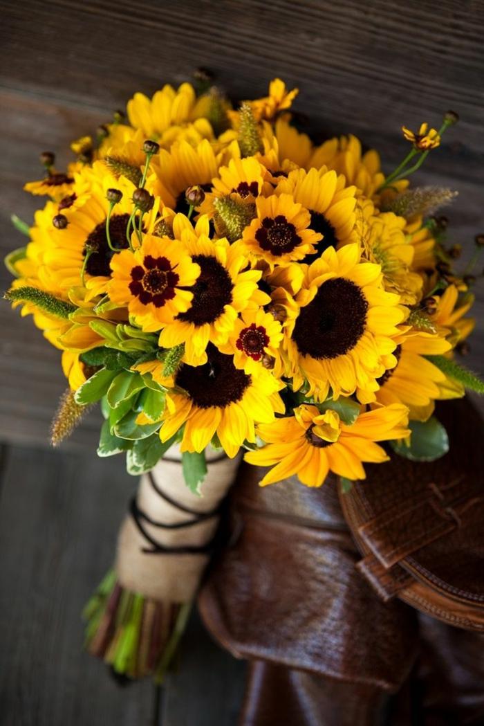 -blumensträuße-mit-wunderschönen-blumen-dekoration-deko-mit-blumen-sonnenblumen