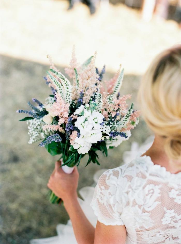 blumensträuße-mit-wunderschönen-blumen-dekoration-deko-mit-blumen-vintage-hochzeit--
