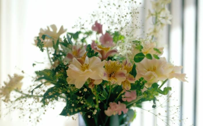 -blumenstrauß-mit-wunderschönen-blumen-dekoration-deko-mit-blumen