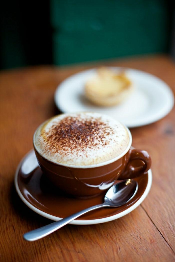 braune-Cappuccino-Tasse