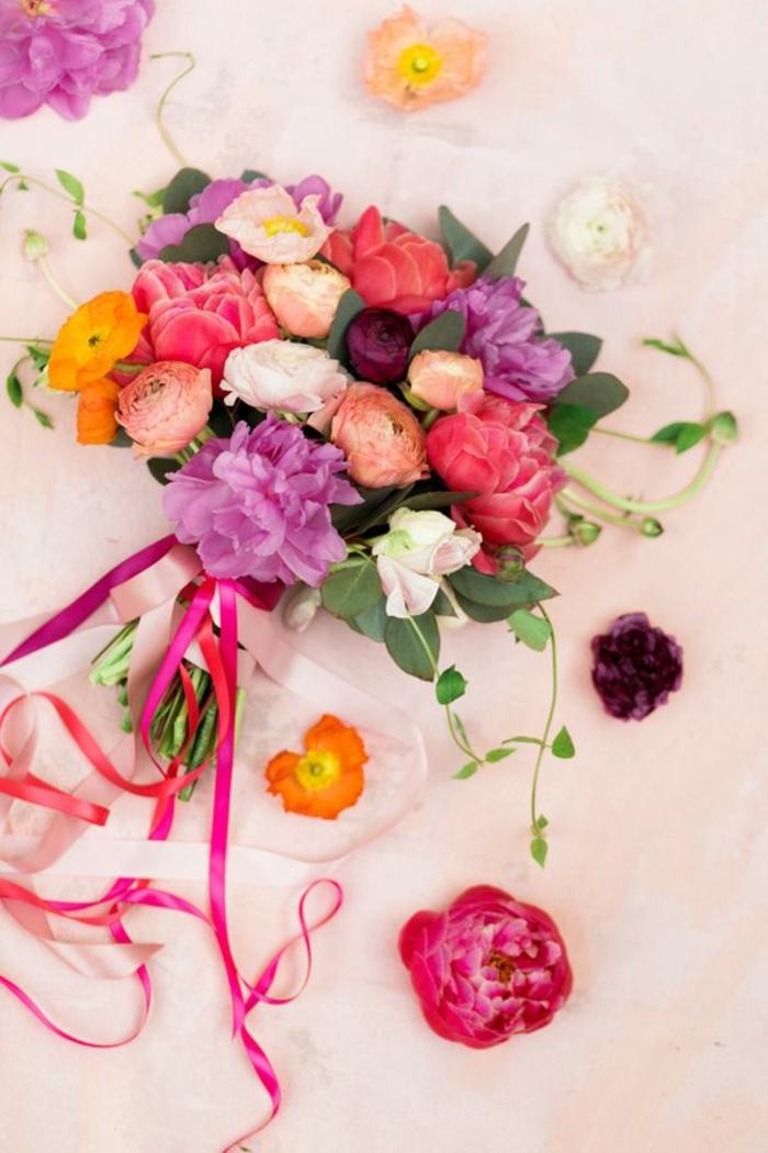 -bunte-blumensträuße-mit-wunderschönen-blumen-dekoration-deko-mit-blumen-