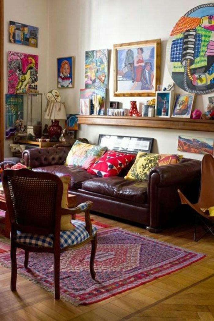 buntes-Zimmer-viele-Bilder-eklektik-Chesterfield