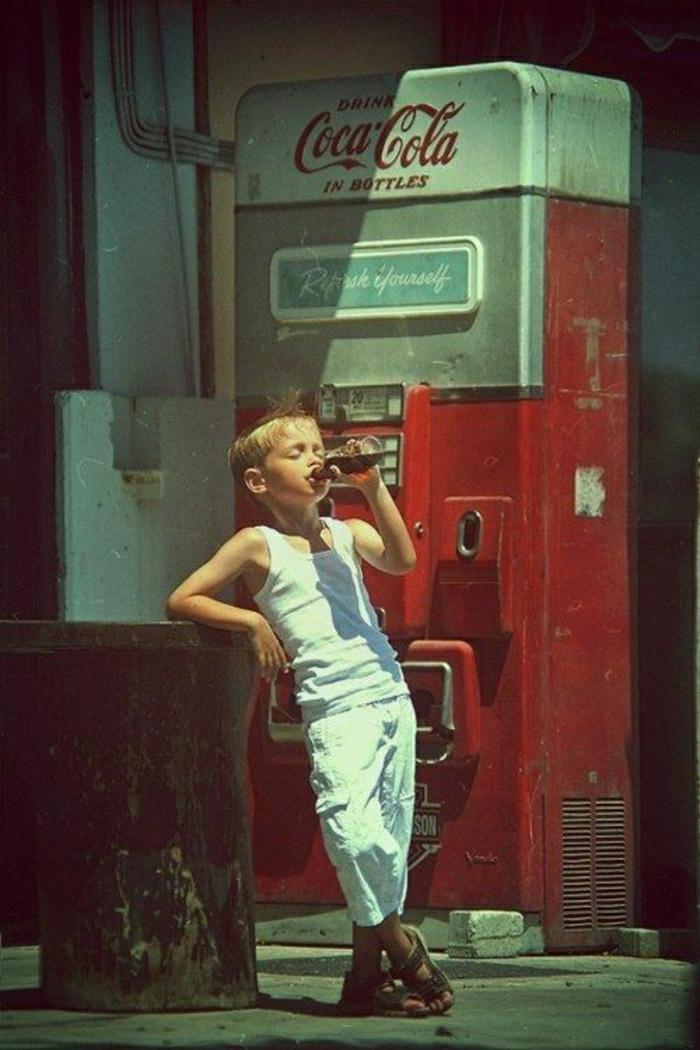 coole-Bilder-kleiner-Junge-coca-cola-trinken