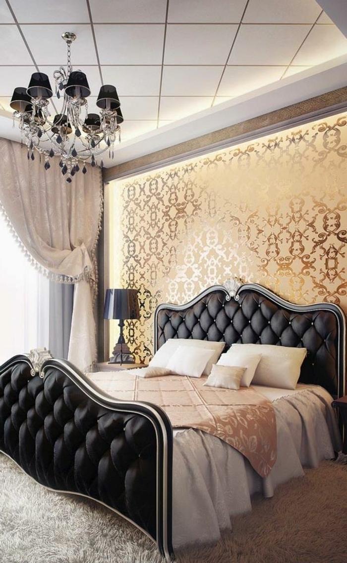 deckenbeleuchtung-für-schlafzimmer-goldene-wandgestaltung