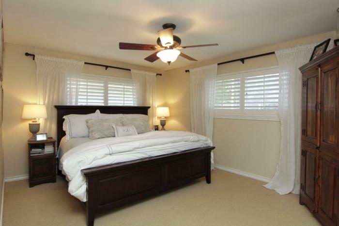deckenbeleuchtung-für-schlafzimmer-weißes-bett-modell
