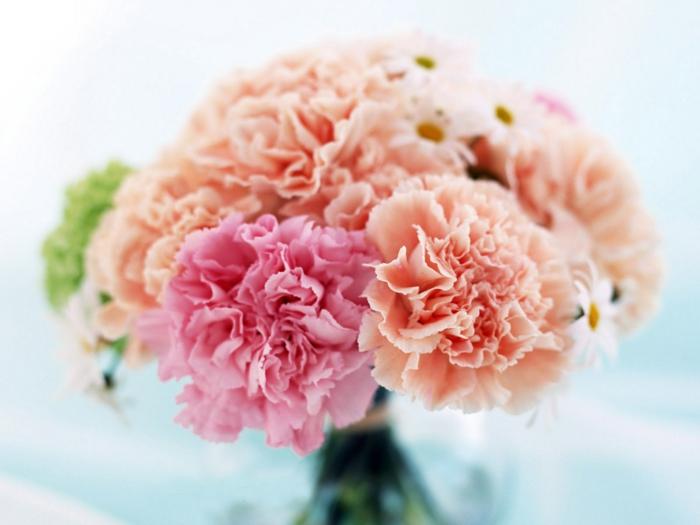 -deko-mit-blumen-blumenstrauß-mit-wunderschönen-blumen-dekoration--