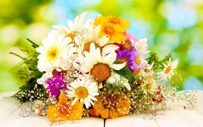 --deko-mit-blumen-blumenstrauß-mit-wunderschönen-blumen-dekoration