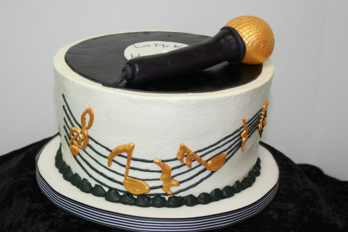 deko-mit-schallplatten-moderne-gestaltung-von-torte