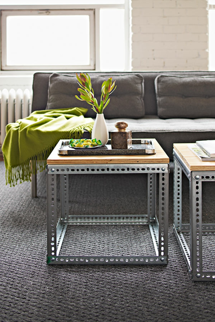diy-tisch-graues-interessantes-sofa