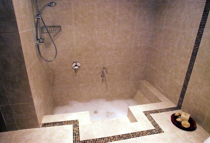 eingelassene-badewanne-einfaches-schönes-design