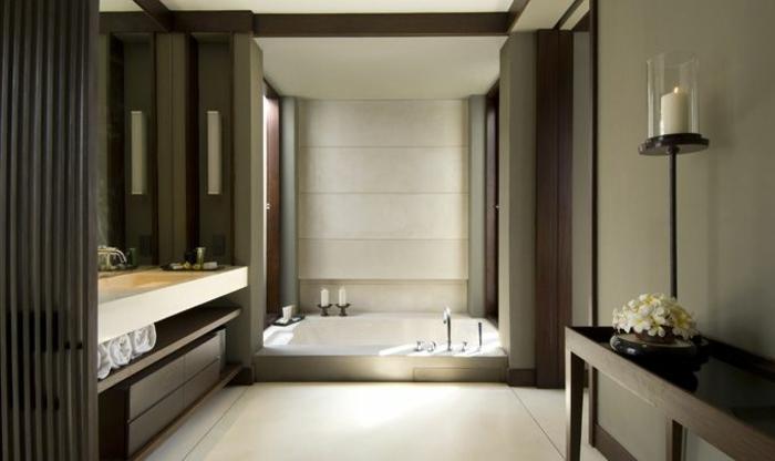 eingelassene-badewanne-interessante-gestaltung