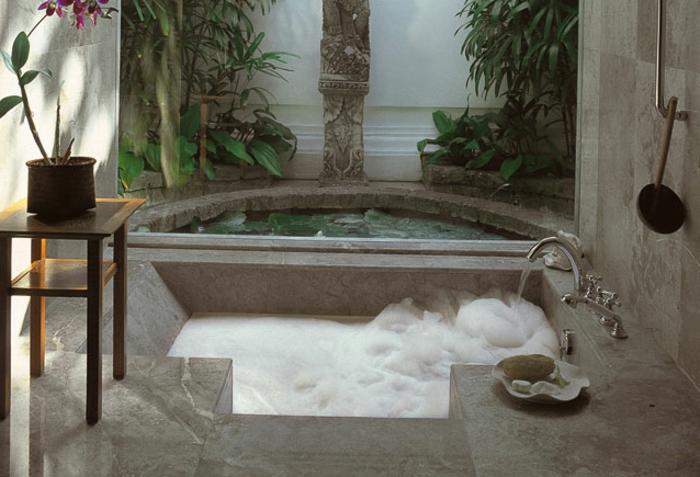 eingelassene-badewanne-modernes-aussehen