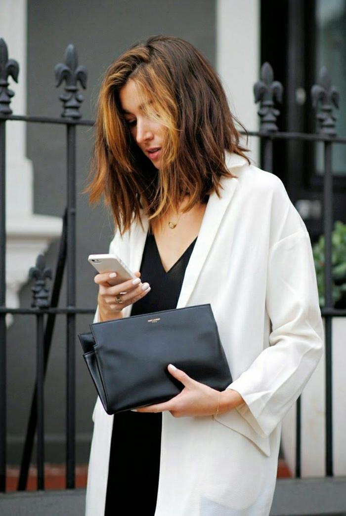 elegante-Clutch-schwarz-weißer-Mantel