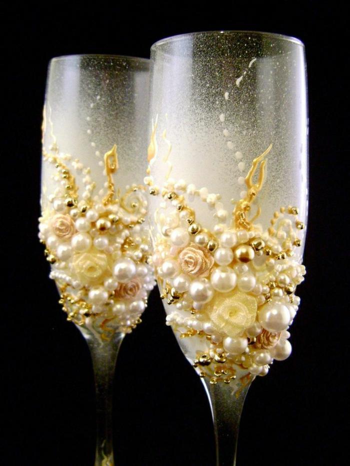 elegante-Hochzeitsgläser-hand-dekoriert-Rosen-Perlen