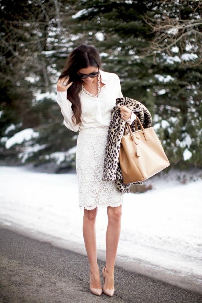 eleganter-Look-Hemd-Rock-Spitze-Prada-Tasche