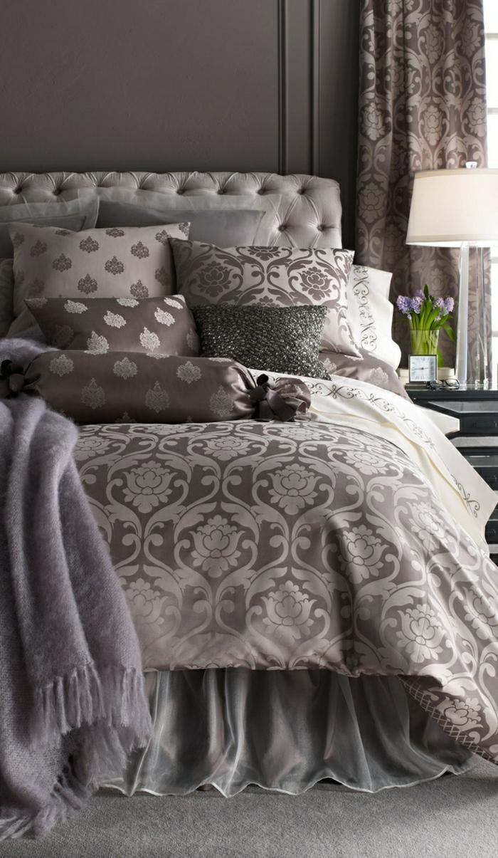elegantes-Schlafzimmer-Schlafdecke-Bettwäsche-verschiedene-Grautönungen