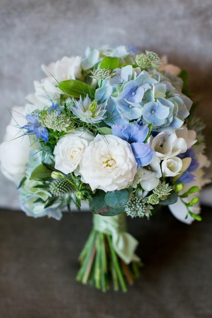 Hochzeitsstrauß in Grün, Blau und Weiß