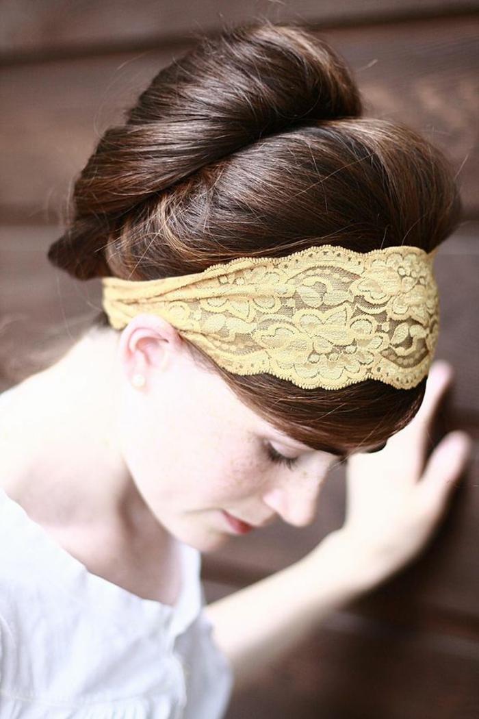 frisuren-mit-haarband-braune-schöne-haare
