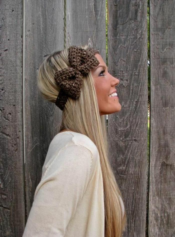 frisuren-mit-haarband-sehr-schöne-frau-mit-langen-haaren