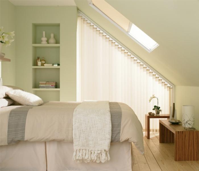 gardinen-für-dreiecksfenster-modernes-weißes-design