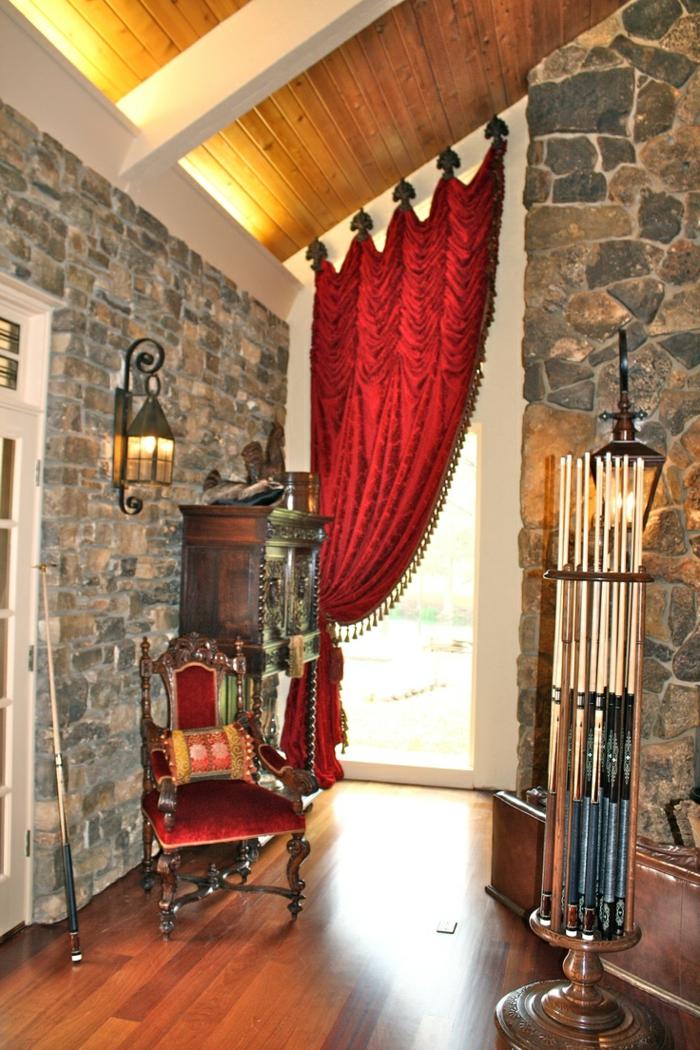 gardinen-für-dreiecksfenster-rotes-modell-im-aristokratischen-stil