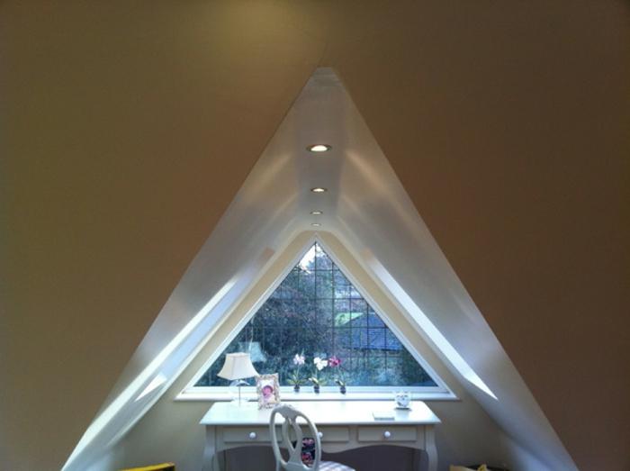gardinen-für-dreiecksfenster-sehr-modernes-aussehen