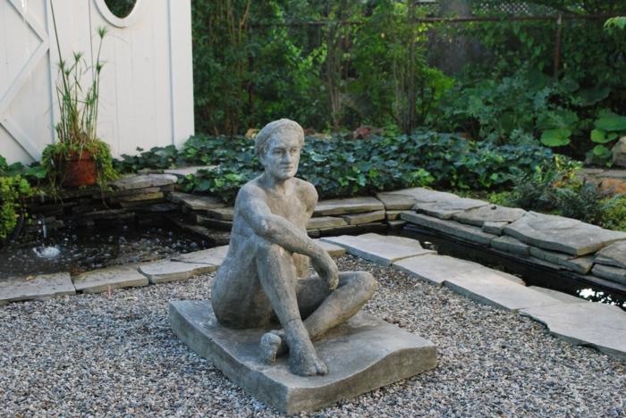 gartengestaltung-mit-kies-eine-interessante-skulptur